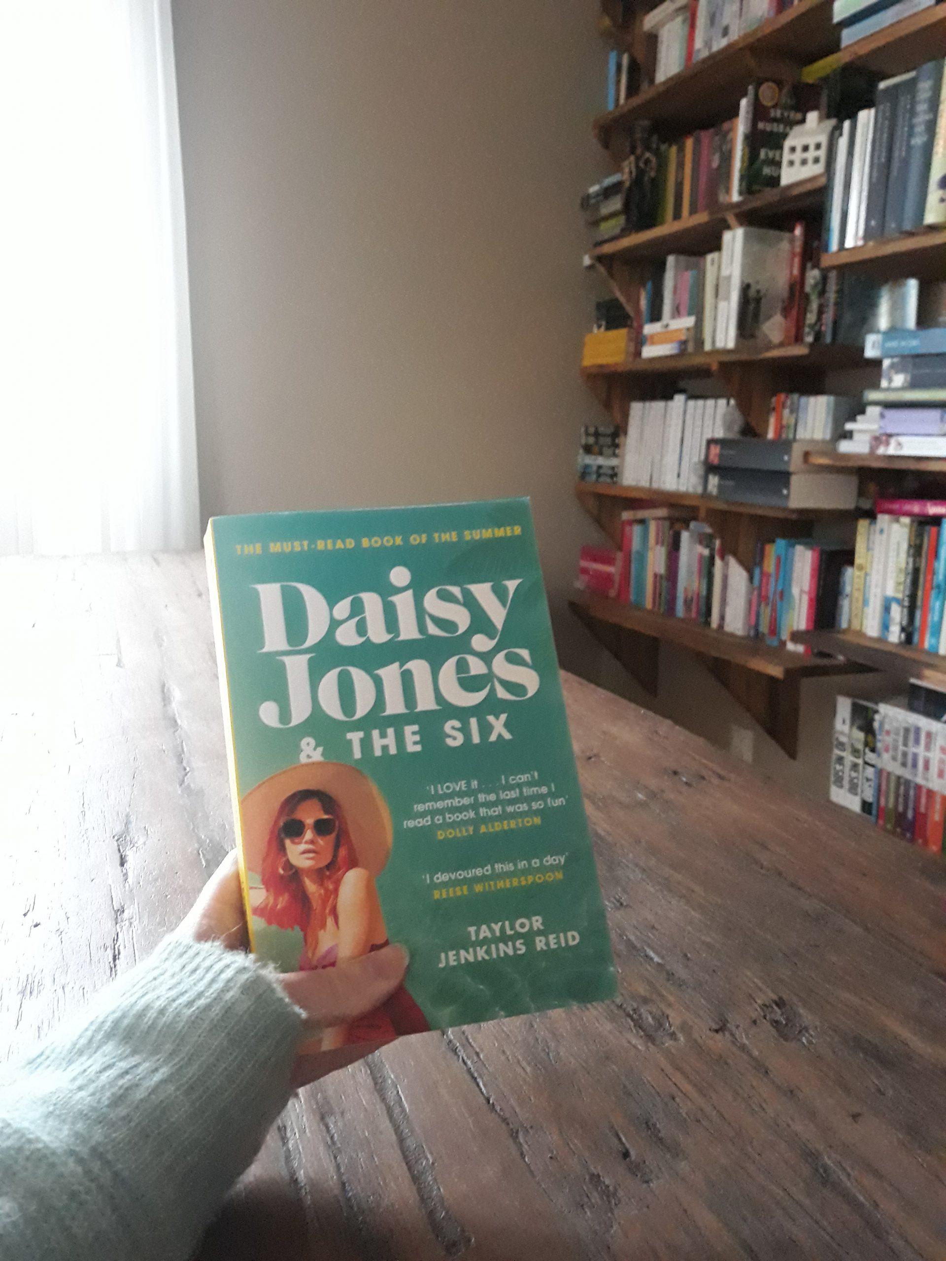 Boekrecensie: Daisy Jones & The Six – Taylor Jenkins Reid